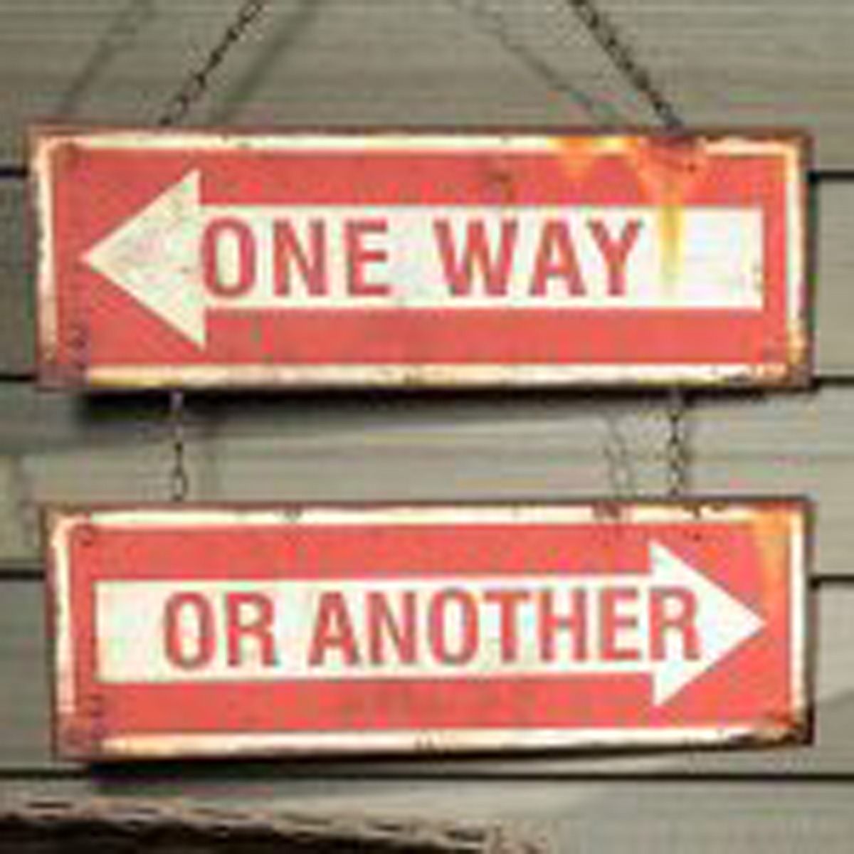 cartello stradale che indica una strada o l'altra